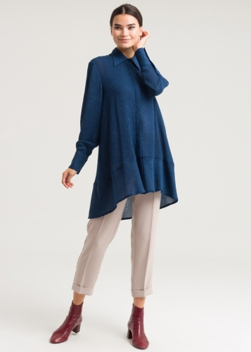 Tunic With Sharp Collar And Buttons