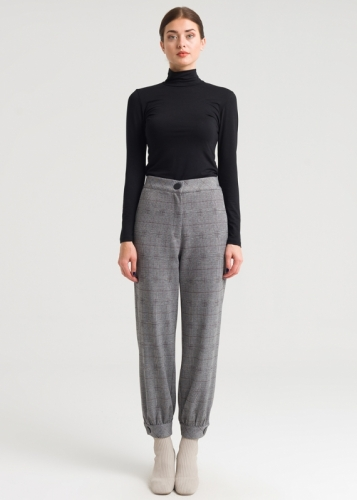 Knitted Trousers From The Edge