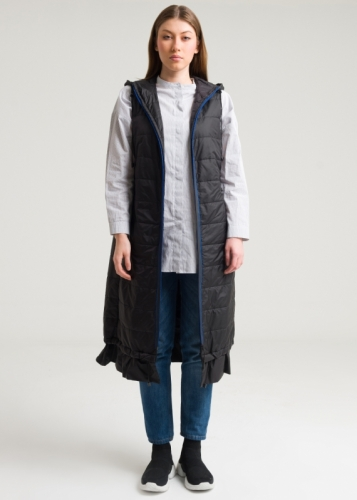 Vest With Closed Zip And Hat With Ruffle At The Ends