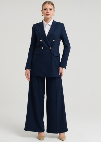 Set With Double Buttons And Wide Trousers From The Bottom
