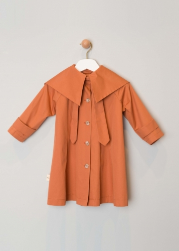 Girl's Trenchcoat With A Wide Collar