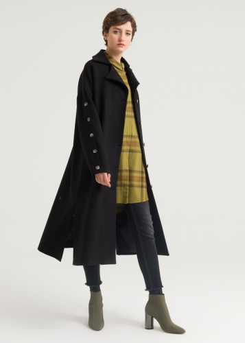Coat with sleeves